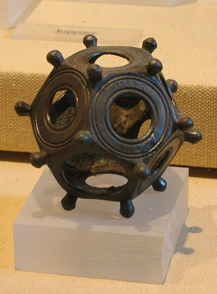 http://www.chronoton.ru/sites/default/files/img/stat/2017/01/31/444px-roman_dodecahedron.jpg