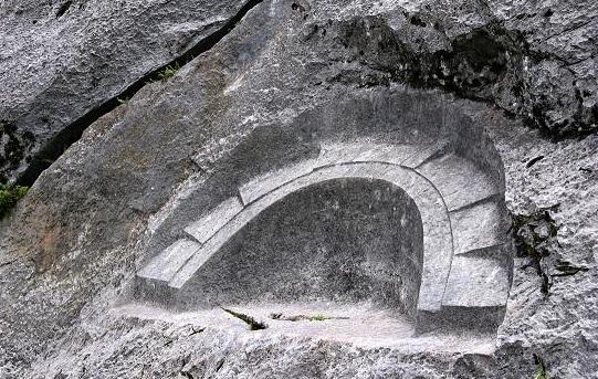 мегалит перу лунный камень
