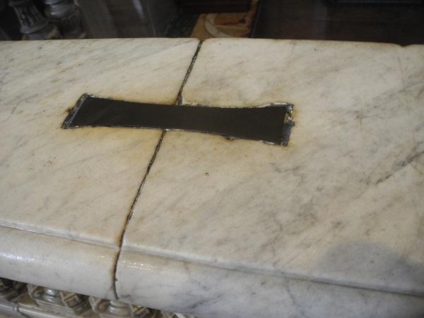 Металлические скобы в соборе св. Петра (Ватикан)